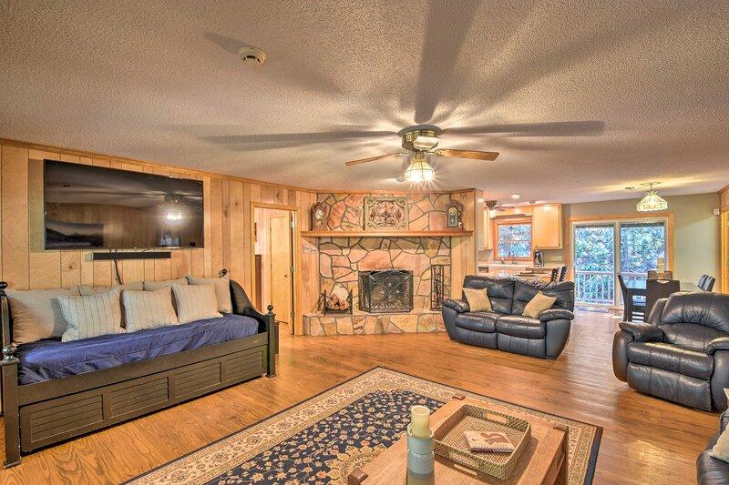 Secluded 'Lavinder Laurel Leaf Cottage' Near Creek, holiday rental in Wiley