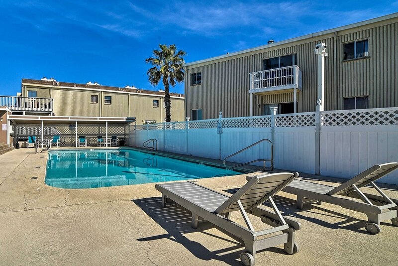 NEW! Padre Island Studio - Walk to Beach & Marina!, casa vacanza a Ingleside on the Bay