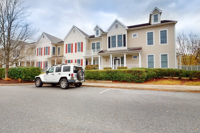 Bear Trap Dunes 2nd floor condo w/ balcony, free WiFi, and basketball court, holiday rental in Millville