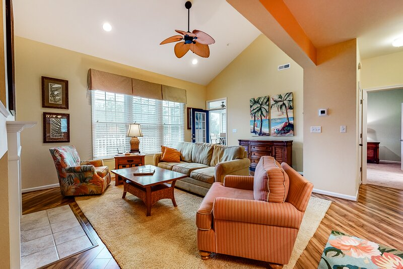 Bear Trap Dunes 2nd floor condo w/ golf on-site, fireplace, and balcony, holiday rental in Millville
