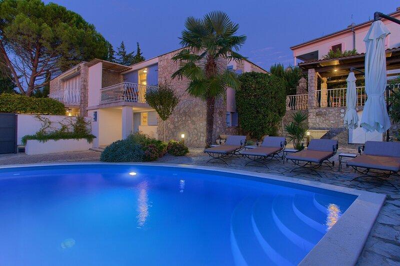 Luxury Villa Blue Dondola, on the Island of Krk, alquiler vacacional en Malinska