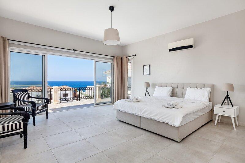 3 bedroom Luxurious Villa, Ferienwohnung in Okurcalar