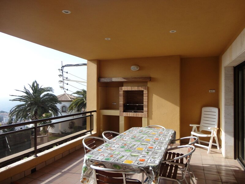 APARTMENT HAIA, WITH TERRACE AND BARBECUE, WIFI, holiday rental in Sant Feliu de Guixols