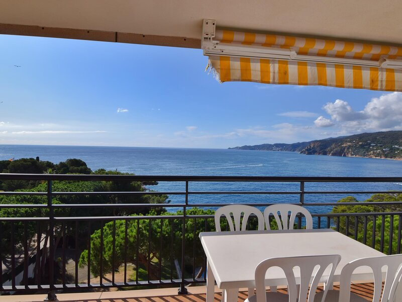 APARTMENT WITH SEA VIEW, SHARED POOL AND GARDEN, PARKING, casa vacanza a Sant Feliu de Boada