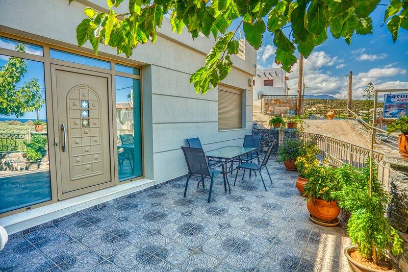 'Golden Velvet' luxury apartment, holiday rental in Prina
