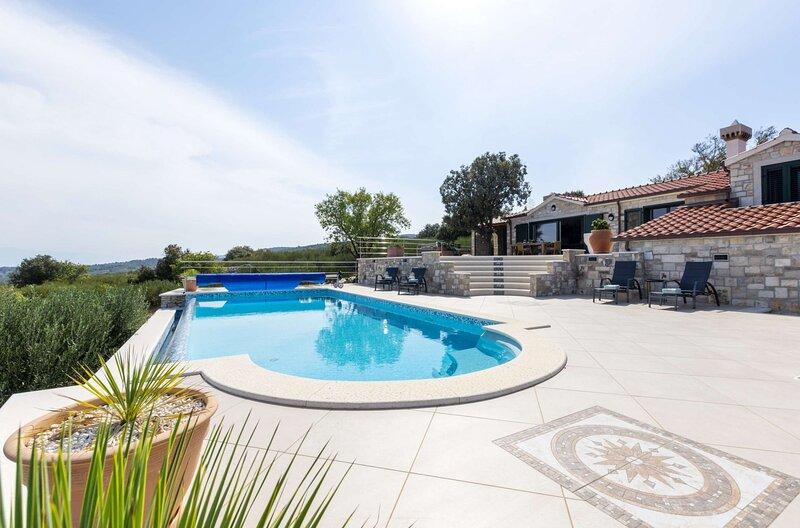 Donji Humac Villa Sleeps 6 with Pool and WiFi - 5882561, holiday rental in Splitska