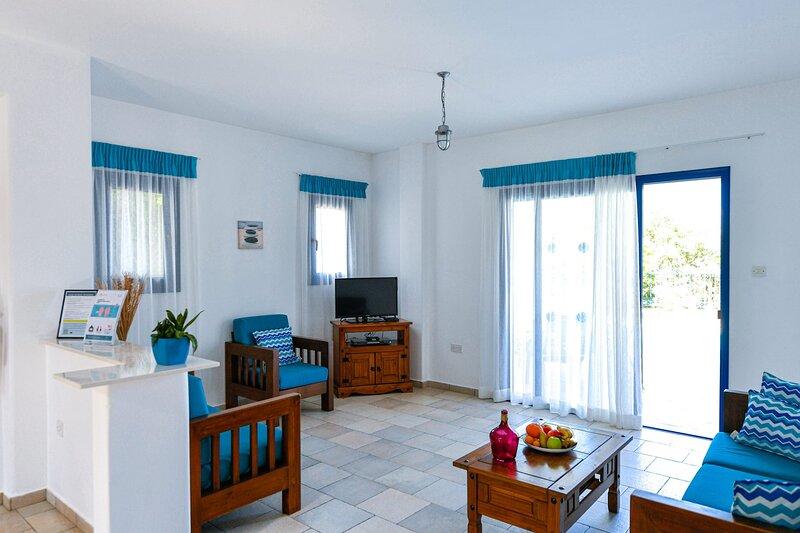 Pegeia Villa Sleeps 6 with Pool Air Con and WiFi - 5882562, holiday rental in Lara