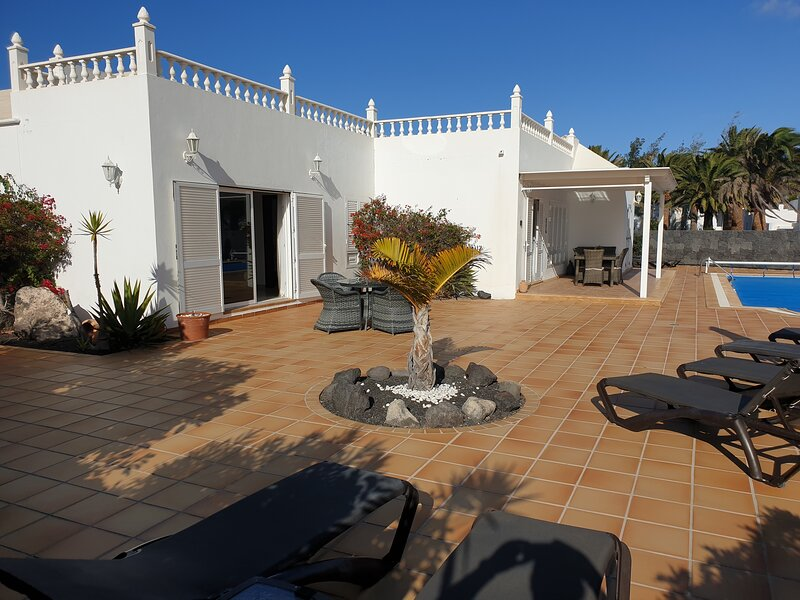 Luxury Villa with Private Pool, holiday rental in Lanzarote