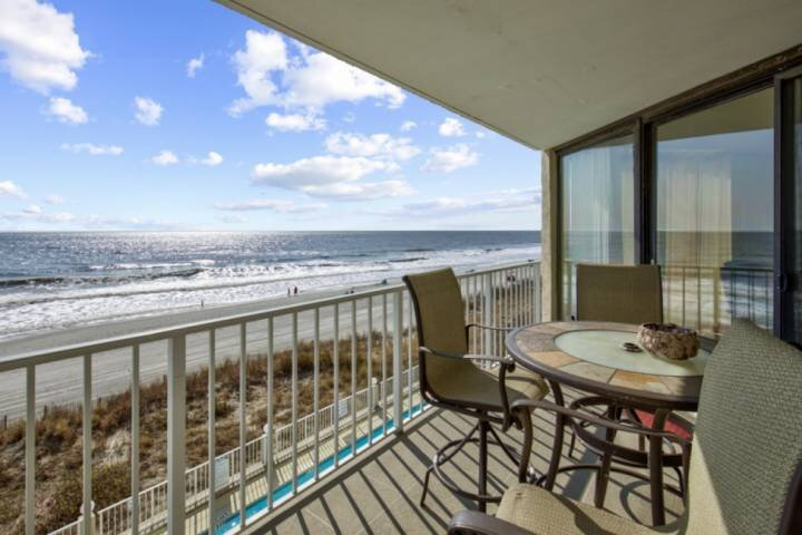 Luxurious Oceanfront  Condo with Free Water Park, Aquarium, Mini-Golf & More Eve, holiday rental in Murrells Inlet