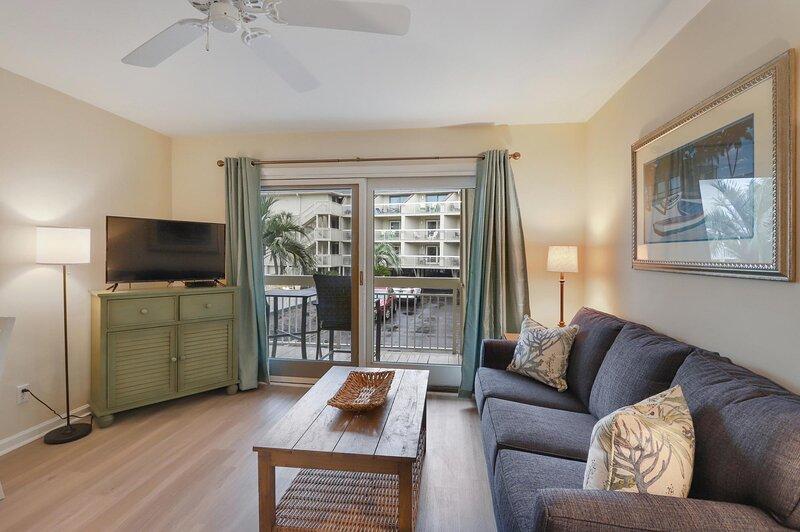Oceanfront Villas on N Forest Beach w/Heated Pool!, alquiler de vacaciones en Hilton Head