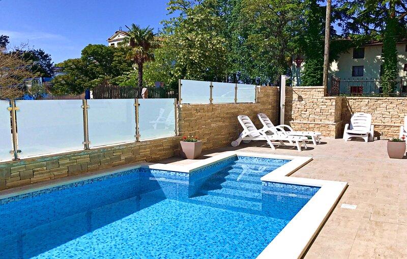 Appartamento Elia 4 nella villa con piscina Umag-Savudrija, vicino al mare, holiday rental in Savudrija