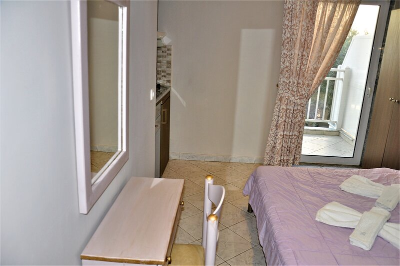 Lovely Room for 2 people in Limenaria, only five minutes away from center, location de vacances à Astrida