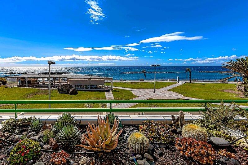 Beautiful 1-bedroom apartment with seaview in Altamira, vakantiewoning in La Caleta