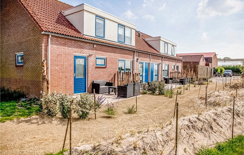 Stunning apartment in 't Zand with WiFi and 2 Bedrooms (HNH333), vacation rental in Schagerbrug