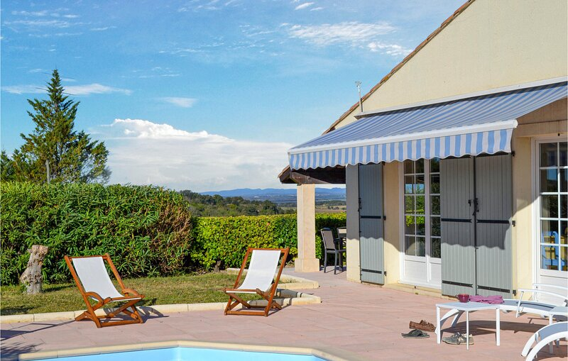 Nice home in Saint Pons de Mauchien with Outdoor swimming pool, WiFi and 3 Bedro, vacation rental in Usclas-d'Herault