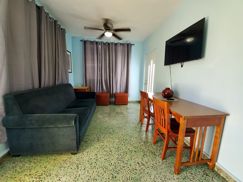 Near Beach, Renovated, Economical, Sleeps up to 10, holiday rental in Santurce