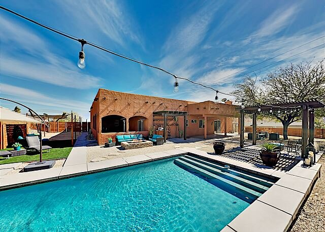 Luxe Desert Basecamp | Private Pool, Spa & Firepit | Near Joshua Tree Park, holiday rental in Yucca Valley