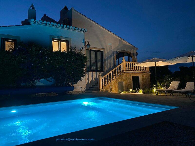 Prachtige villa voor 10 personen met privé zwembad en zeezicht, vacation rental in El Tosalet