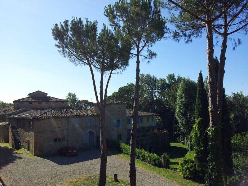 Captivating 3-Bedroom Apartment in Certaldo, vacation rental in San Benedetto