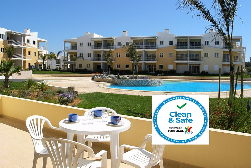 Vila da Praia - 2 Bedrooms with Terrace and Pool Views, location de vacances à Alvor
