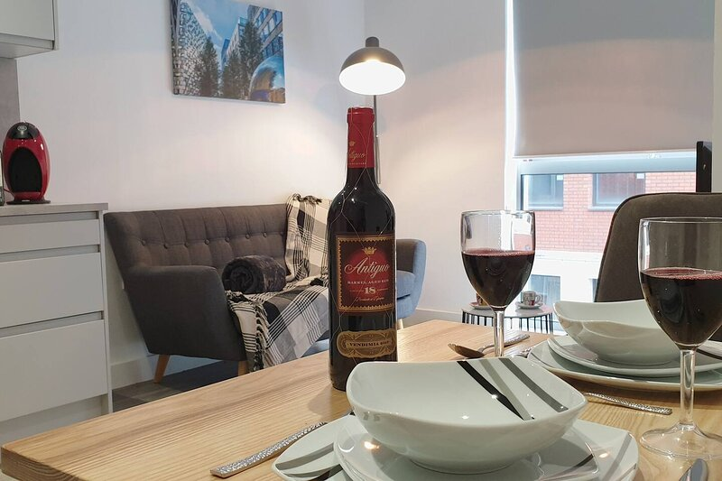 Immaculate 1-Bed Apartment in Sheffield, vacation rental in Sheffield
