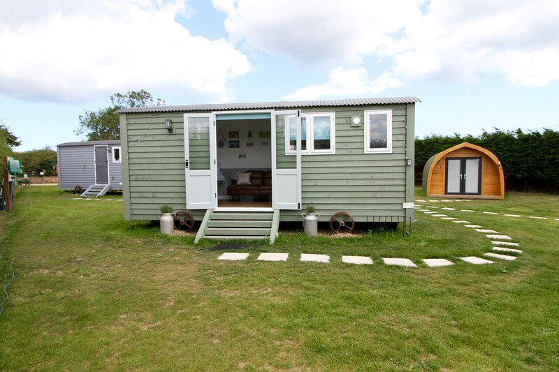 Robins Nest - Luxury Self Contained Shepherds Hut in Picturesque Happisburgh, location de vacances à Lessingham