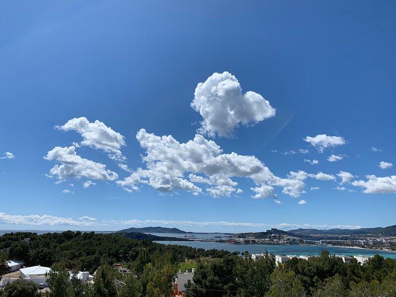 Modern house Formentera  and Dalt Vila sea view, location de vacances à Roca Llisa