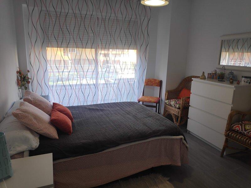 Apartamento 1°linea playa Salobreña, holiday rental in Salobrena