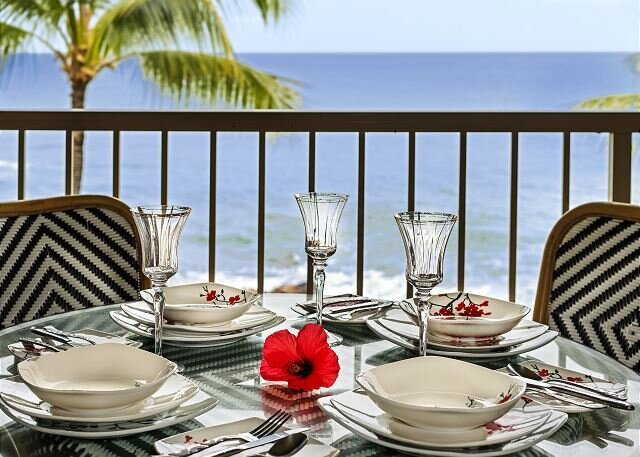 KONA REEF D-32:  Absolute Oceanfront, Top Floor, Private, holiday rental in Kailua-Kona