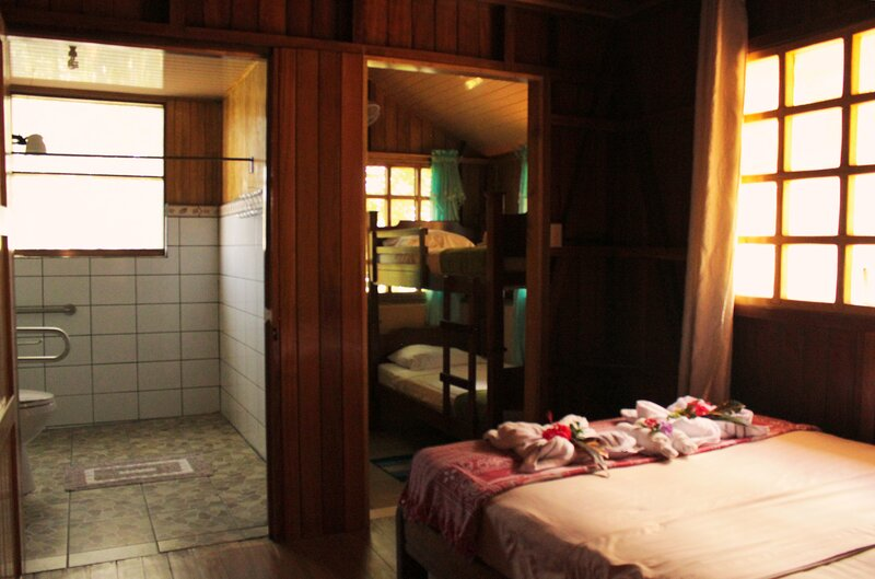Las Ballenas Quadruple room with double and bunk bed, vacation rental in Corcovado National Park