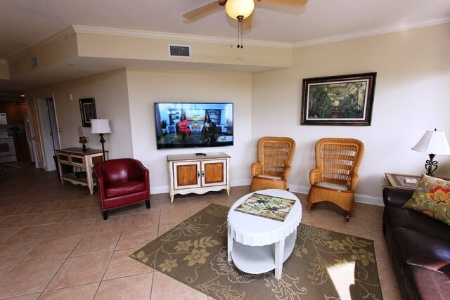 Chair,Furniture,Screen,Ceiling Fan,Rug