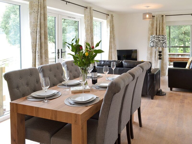 Larch Lodge, alquiler de vacaciones en Thursley