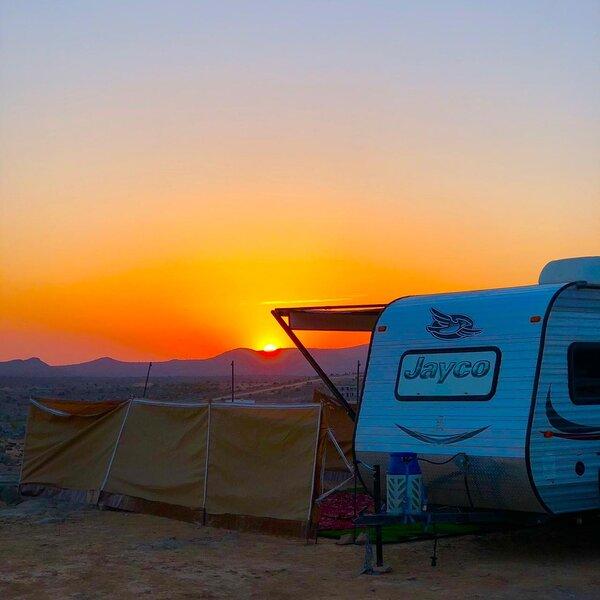 AL Zaitoon RV rental and Camping, alquiler de vacaciones en Ad-Dakhiliyah Governorate