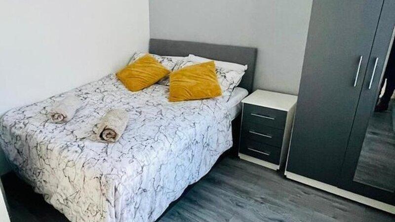 Stunning 4-Bed House in Liverpool L15, location de vacances à Prescot