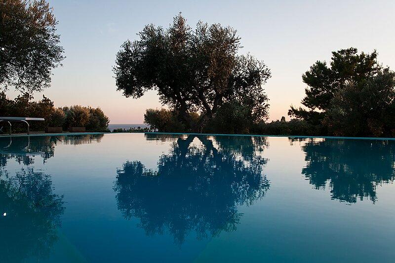 Villetta vista mare con piscina vicino Ciardo m310, holiday rental in Marina di Felloniche