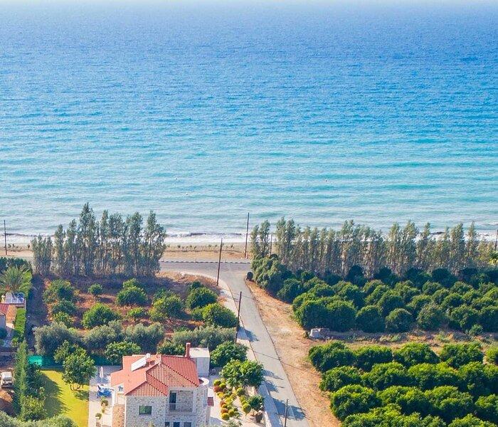 Rafaella Beach Villa-Near Sea/Beach-Private Pool, holiday rental in Argaka