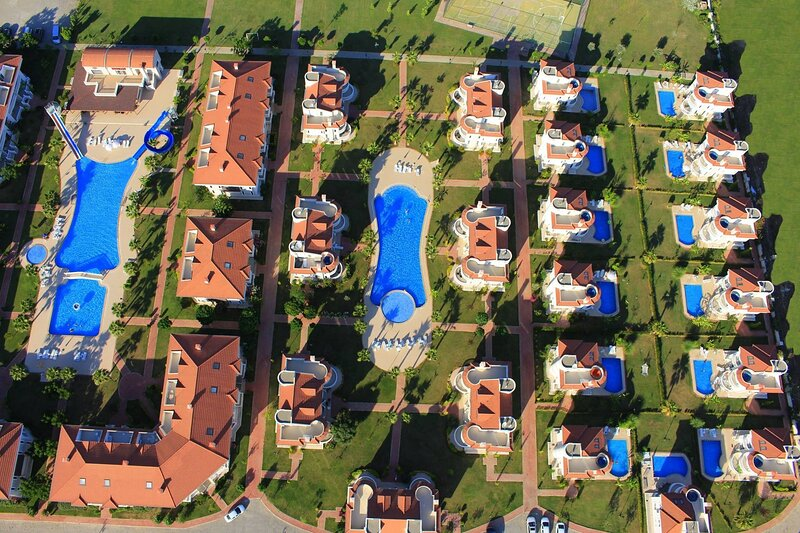 BlueHomes 4 Bedrooms (F8), vacation rental in Kadriye