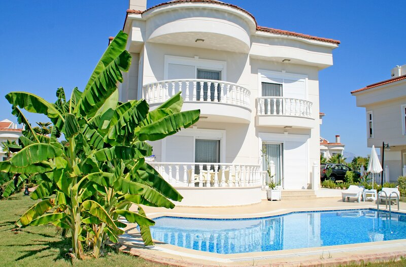 BlueHomes 4 Bedroom Villa (O), holiday rental in Kadriye