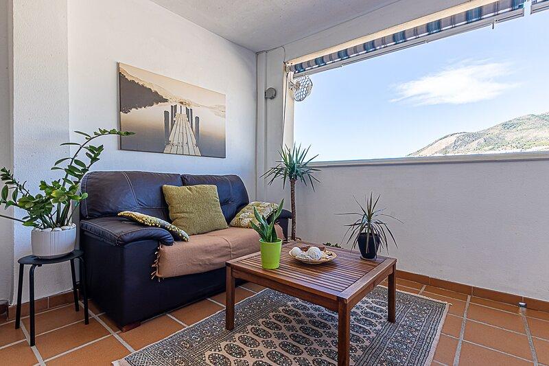 797 Holiday Rentals- Comodo piso para 6 con amplia terraza, vakantiewoning in Torrequebrada