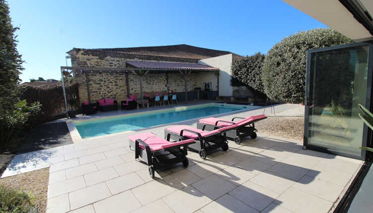 Holiday villa in South France with private pool & air con *Discounted rates*, vacation rental in Saint-Thibery