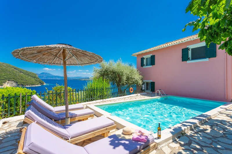 Villa Flisvos: Large Private Pool, Walk to Beach, Sea Views, A/C, WiFi, vacation rental in Fterno
