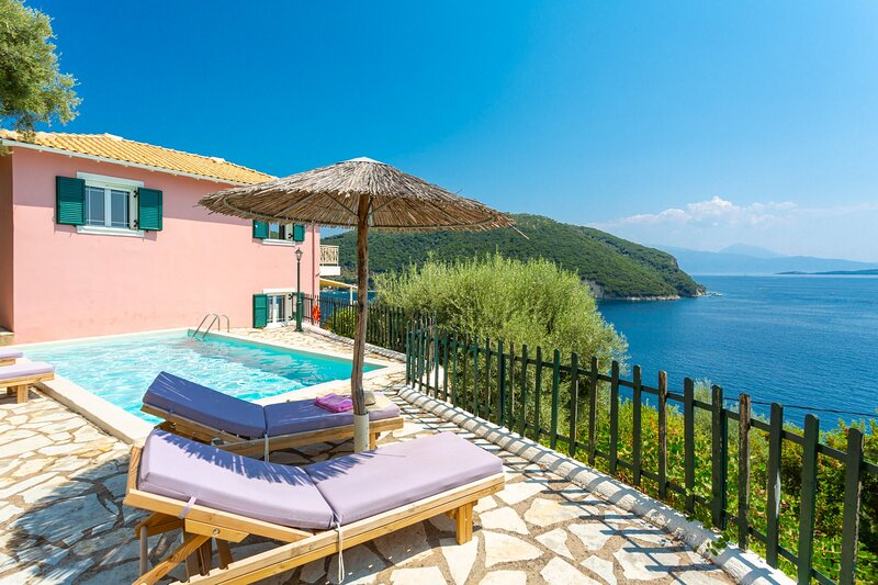 Villa Thalassa: Large Private Pool, Walk to Beach, Sea Views, A/C, WiFi, vacation rental in Fterno