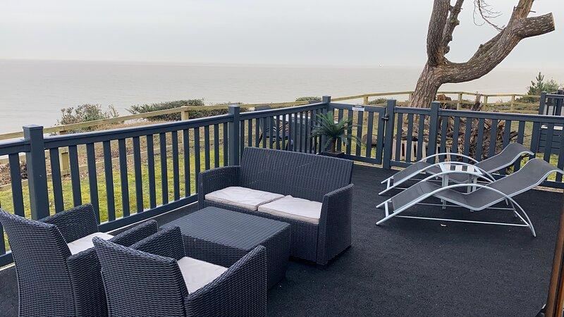 The View, frontline contemporary sea view lodge, location de vacances à Lowestoft