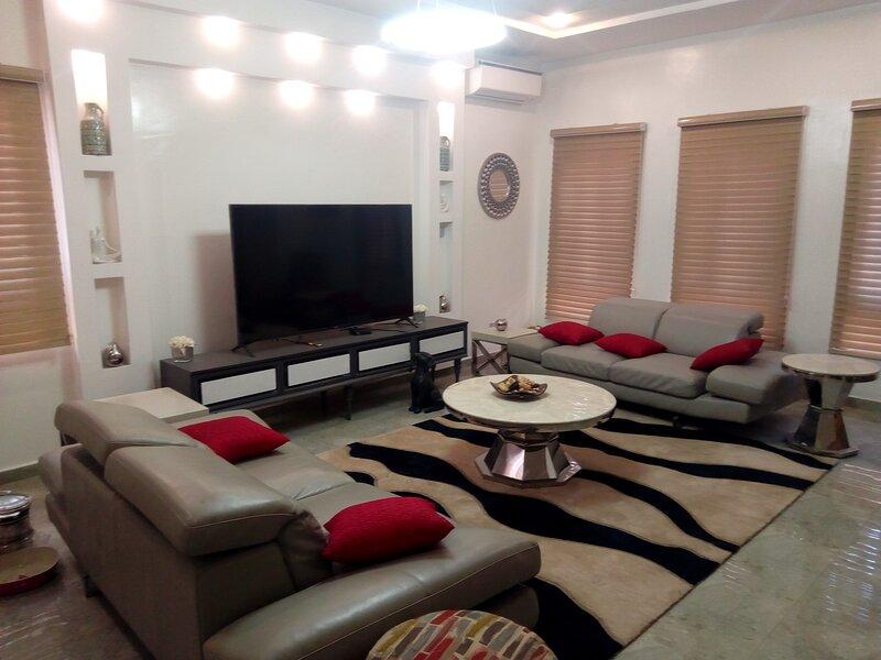 Skyhome Super Luxury 3-bedroom Duplex, location de vacances à Lekki