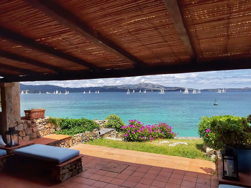 House on the sea -Where views kiss the Sea!, holiday rental in Portisco