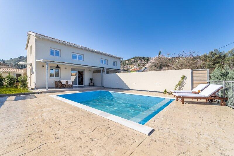 Villa Vertzami 5 min away from endless Ai Giannis beach and Lefkada town, holiday rental in Kalligoni