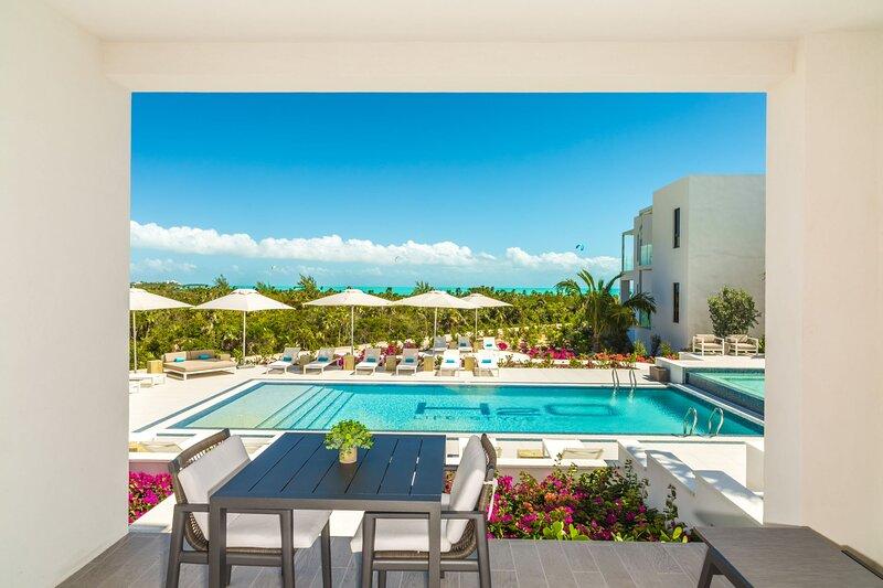 H2O LifeStyle Resort | 1BR w/Superb Oceanviews *Long Bay!, location de vacances à Five Cays Settlement