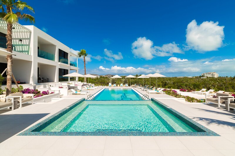 H2O LifeStyle Resort | 2BR w/ Watersports & Lovely Ocean View!, location de vacances à Five Cays Settlement