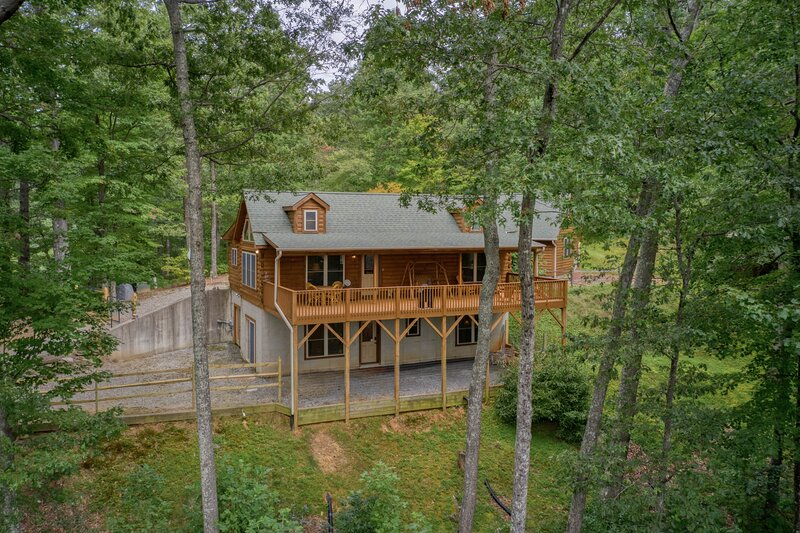 A view for Skye -a perfect pet-friendly mountain cabin-Amazing Views, holiday rental in Saluda