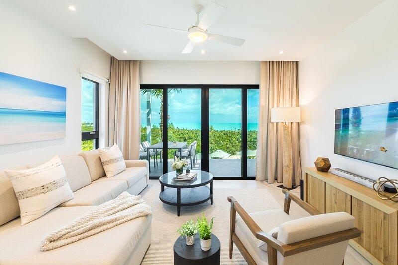 H2O LifeStyle Resort | 2BR w/ 2 Pools & Exquisite Oceanviews!, location de vacances à Five Cays Settlement